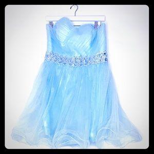 Dresses & Skirts - 🔥Short Tulle Prom Dress SZ16